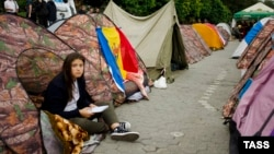 Участники протестных акций установили в центре Кишинева более 300 палаток