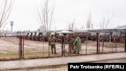 Военные в сельской местности в Жамбылской области. Февраль 2020 года. Иллюстративное фото.