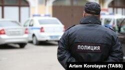 Russiýanyň polisiýa işgäri. Illýustrasiýa suraty