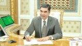 President Gurbanguly Berdimuhamedow maslahat geçirýär. Arhiw suraty