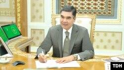 Prezident Gurbanguly Berdimuhamedow 2019-njy ýyldaky ilkinji iş maslahatyny häkimleri täzelemekden başlady. TDH-nyň suraty