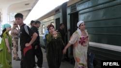 Поезд Душанбе-Москва, Душанбинский вокзал, июнь 2009 года.