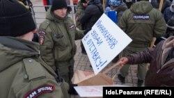 Полиция не пропустила плакаты с требованием отставки президента Татарстана Рустама Минниханова
