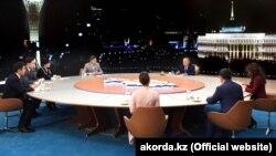 Президент Казахстана Нурсултан Назарбаев дает интервью журналистам. Астана, 27 декабря 2018 года.