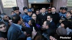 Armenia - Prosecutor-General Gevorg Kostanian (C) addresses protesters in Gyumri, 15Jan2015.