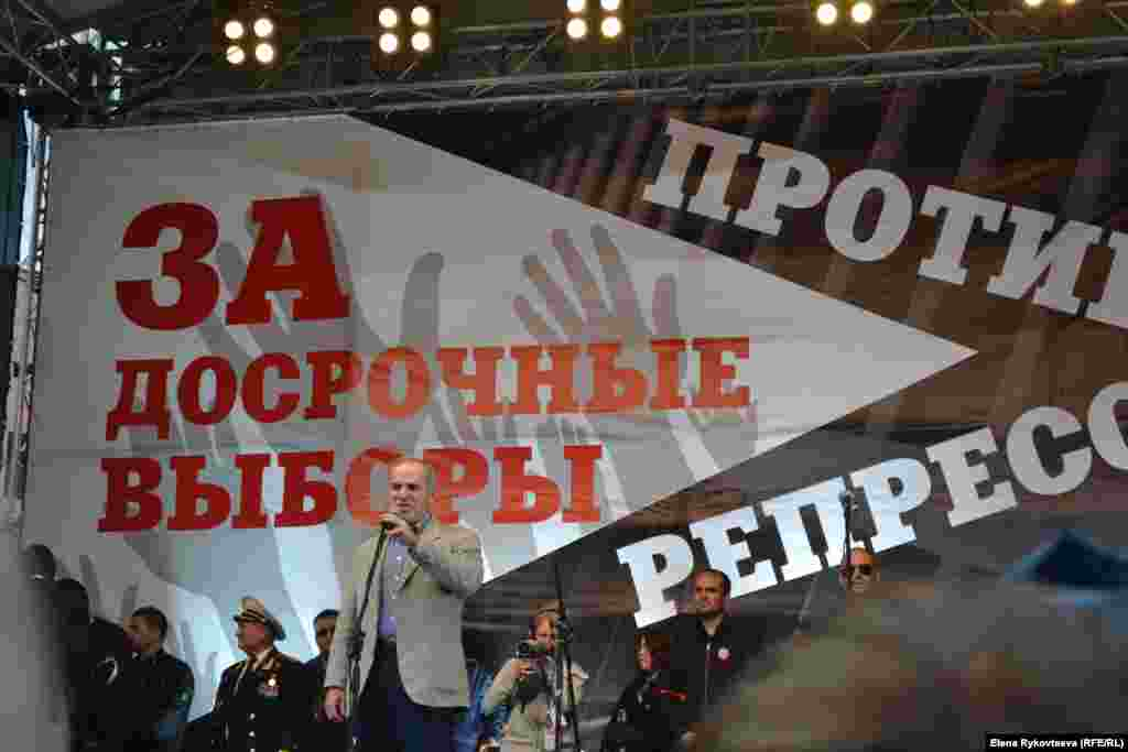Гарри Каспаров на трибуне митинга. Москва, 15.09.12