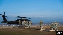 Ushtarë të SHBA-së, pjesë e forcave paqëruajtëse të NATO-s në Kosovë. Foto nga arkivi