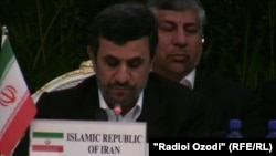 Махмуд Ахмадинежад на конференции в Душанбе, 26 марта 2012