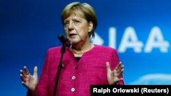 Понад чотири місяці після виборів до Бундестагу 24 вересня 2017 року Німеччині жила в очікуванні нового, четвертого уряду Анґели Меркель