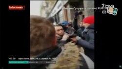 """Навальный задержан на """"Забастовке избирателей"""" в Москве"""