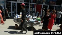 """Рынок """"Бай базар"""" (Богатый базар) в Дашогузе, июнь, 2018"""