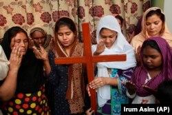 Të krishterët në Pakistan janë lutur për Asia Bibin, e cila ishte dënuar me vdekje nën akuzat për blasfemi. Multan, Pakistan, 31 tetor, 2018.