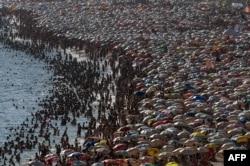 Пляж Ипанема в выходной день