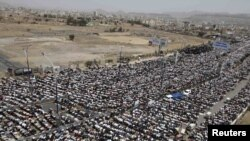Antigovernment protesters attend Friday Prayers during a demonstration in Sanaa on June 10.