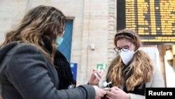 Від COVID-19, захворювання, спричиненого коронавірусом, у Італії померли 79 людей. Понад 2,5 тисячі – були інфіковані, це найбільша кількість випадків в Європі