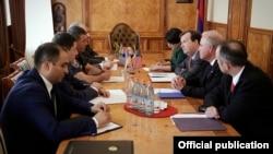 Встреча начальника полиции Армении Владимира Гаспаряна с послом США в Армении Ричардом Миллзом, Ереван, 2 июня 2016 г.