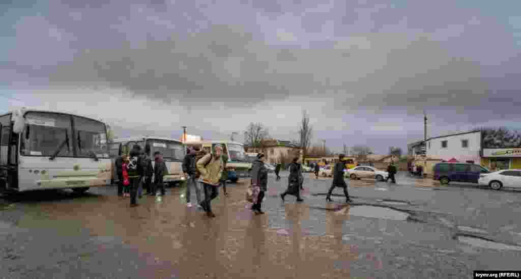 На місцеву автостанцію прибув рейсовий автобус із Сімферополя
