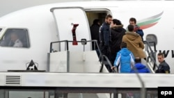 Azerbaijan's State Migration Service said on that 61 Azerbaijani citizens were brought to Baku from Germany aboard a charter flight on November 14. (file photo)