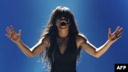 Шведская певица Лорин выступает на гранд-финале конкурса «Евровидение» в Азербайджане. Баку, 27 мая 2012 года.
