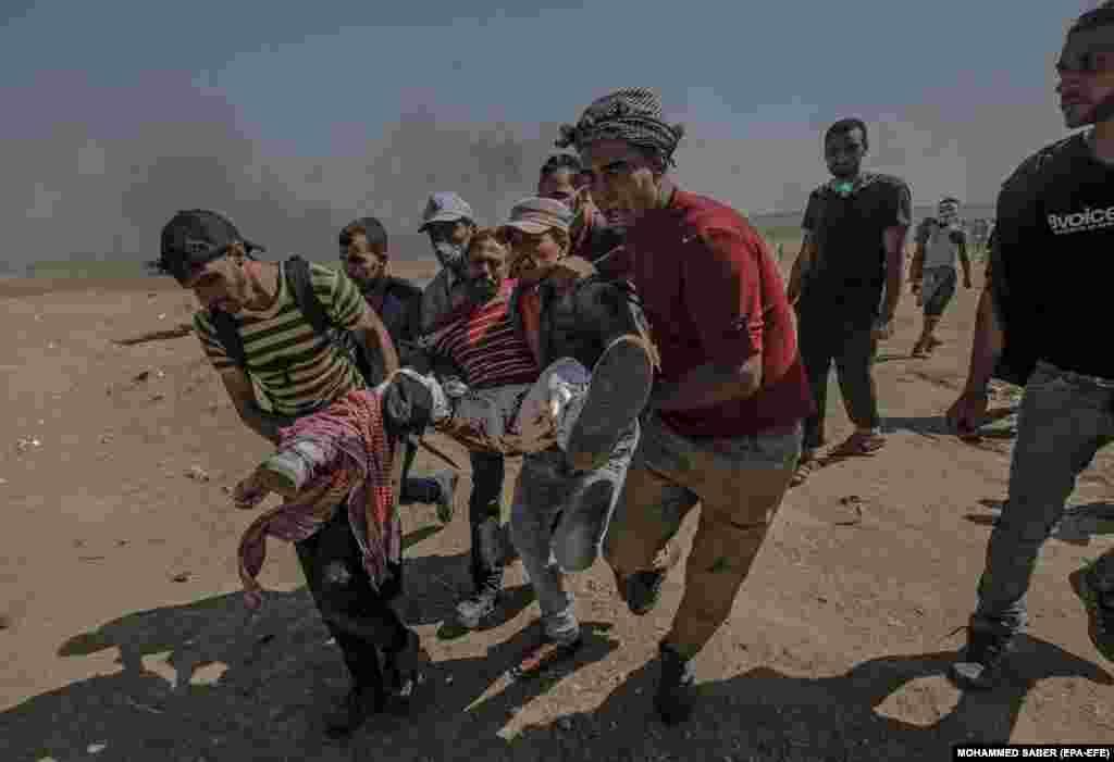 Пізніше по палестинцях відкрили вогонь. Щонайменше58 із них загинули і понад 1200 були поранені.Ізраїль заявив, що його війська захищали свій кордон, і звинуватив бойовиків угруповання «Хамас», що контролює Смугу Гази, у спробі завдати удару під прикриттям протесту