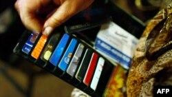 Ўзбекистонликла кўтариб юрган VISA карточкалари айни кунларда фойдаланишга яроқсиз бўлиб қолди.