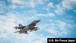 Ілюстраційне фото, винищувач F-16