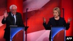 مناظره پنجشنبه هیلاری کلینتون و برنی سندرز، نخستین مناظره دو نفره میان این دو نامزد اصلی دموکراتها برای حضور در انتخابات ریاست جمهوری آمریکا بود