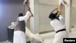 Уничтожение экспонатов в музее Мосула. 26 февраля
