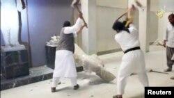 İŞİD-çilər İraqda tarixi abidələri məhv edirlər - mart 2015