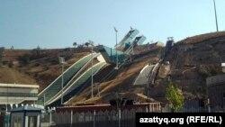 Алматыдағы қысқы спорт ойындары үшін салынған трамплин кешені. 23 қыркүйек 2012 жыл.