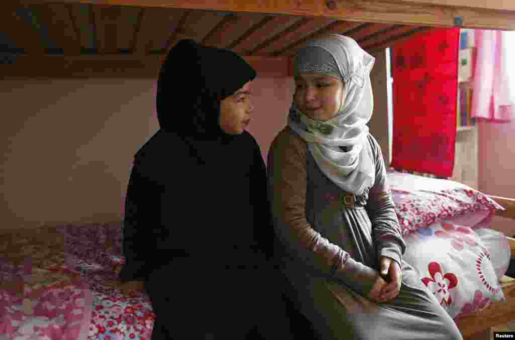 Sanaa and her sister Israa