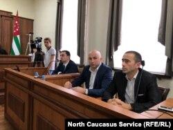 Представитель ответчика – Центризбиркома – Дмитрий Шамба (смотрит в кадр)