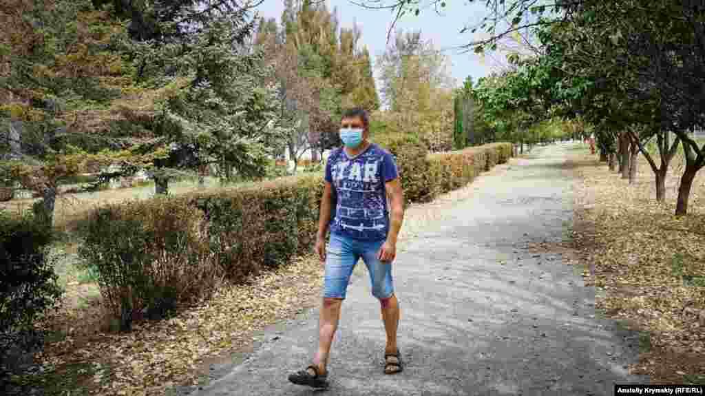 На вулицях Армянська можна зустріти пішоходів у медичній масці, які встигли ними запастися до утворення дефіциту