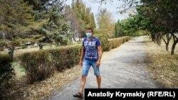 Житель Армянска в защитной маске, 4 сентября 2018 года
