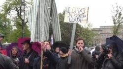 Šetnjom i poezijom 'protiv diktature'
