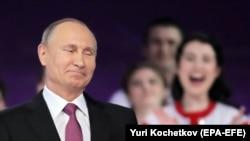 Путін: якщо вони видаватимуть громадянство росіянам в Україні, а ми – українцям в Росії, ми досить швидко прийдемо до спільного знаменника і результату