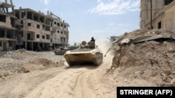 Сирийские правительственные силы на окраине города Дума