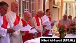 رجال دين مسيحييون في كركوك يصلون للسلام في العراق