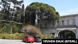 Во дворе особняка княгини Барятинской