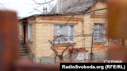 Ось у цьому будинку зареєстрована Ірина Петрівська, яка є адміністратором компаній, на котрі оформлені вілли Порошенка, Кононенка та Гладковського