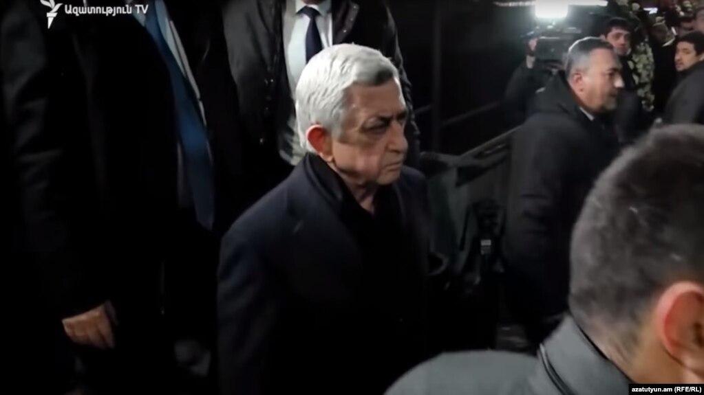 На панихиде по Кутояну присутствовали представители бывшей власти и нынешние чиновники