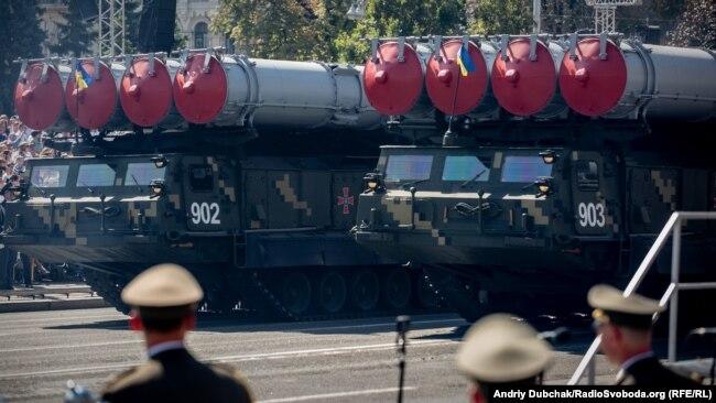 Парад-2018: бійці, танки, літаки (фоторепортаж)