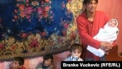 Miradija Kopili sa novorođenim Kasimom i još troje dece