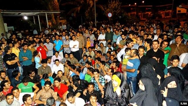 تحصن خانواده های کارگران بازداشتی
