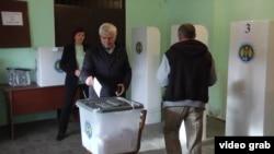 На избирательном участке в день всенародных президентских выборов в Молдове. Село Пересечино, 30 октября 2016 года.