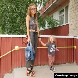 Александра с дочкой