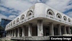 """Бишкектин чок ортосунда жайгашкан """"Нарын"""" рестораны 1980-жылдары курулган."""