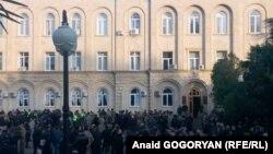 Информация, данная в связи с освобождением Лукава в конце декабря СГБ Абхазии, возмущенных не удовлетворила