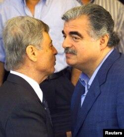 در کنار رفیق حریری، نخستوزیر وقت لبنان در سال ۲۰۰۱