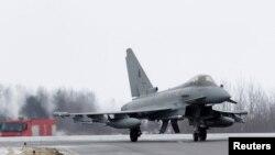 Итальянский штурмовик Typhoon на военной базе Зокниай в Литве